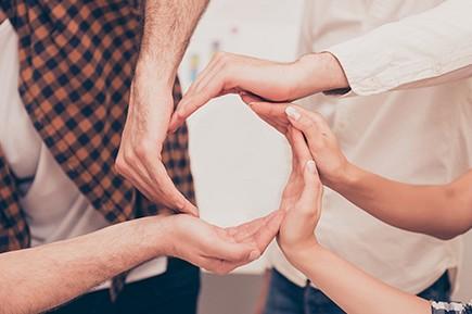 Generar sinergias, colaboraciones y conocimiento.